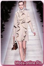 бежевый плаш от Валентино. модный плаащ от Valentino осень-зима 2010-2011.