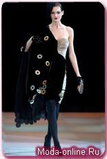Серьезная коллекция от Giorgio Armani отразила общее настроение миланской недели моды