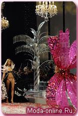 Хайди Клум появилась на показе Victoria`s Secret в бюстгальтере, украшенном настоящими бриллиантами