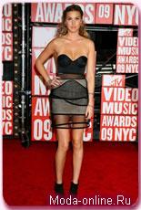 Лучшие наряды 26-й церемонии MTV Video Music Awards: кто из звезд пришел в одинаковых платьях?
